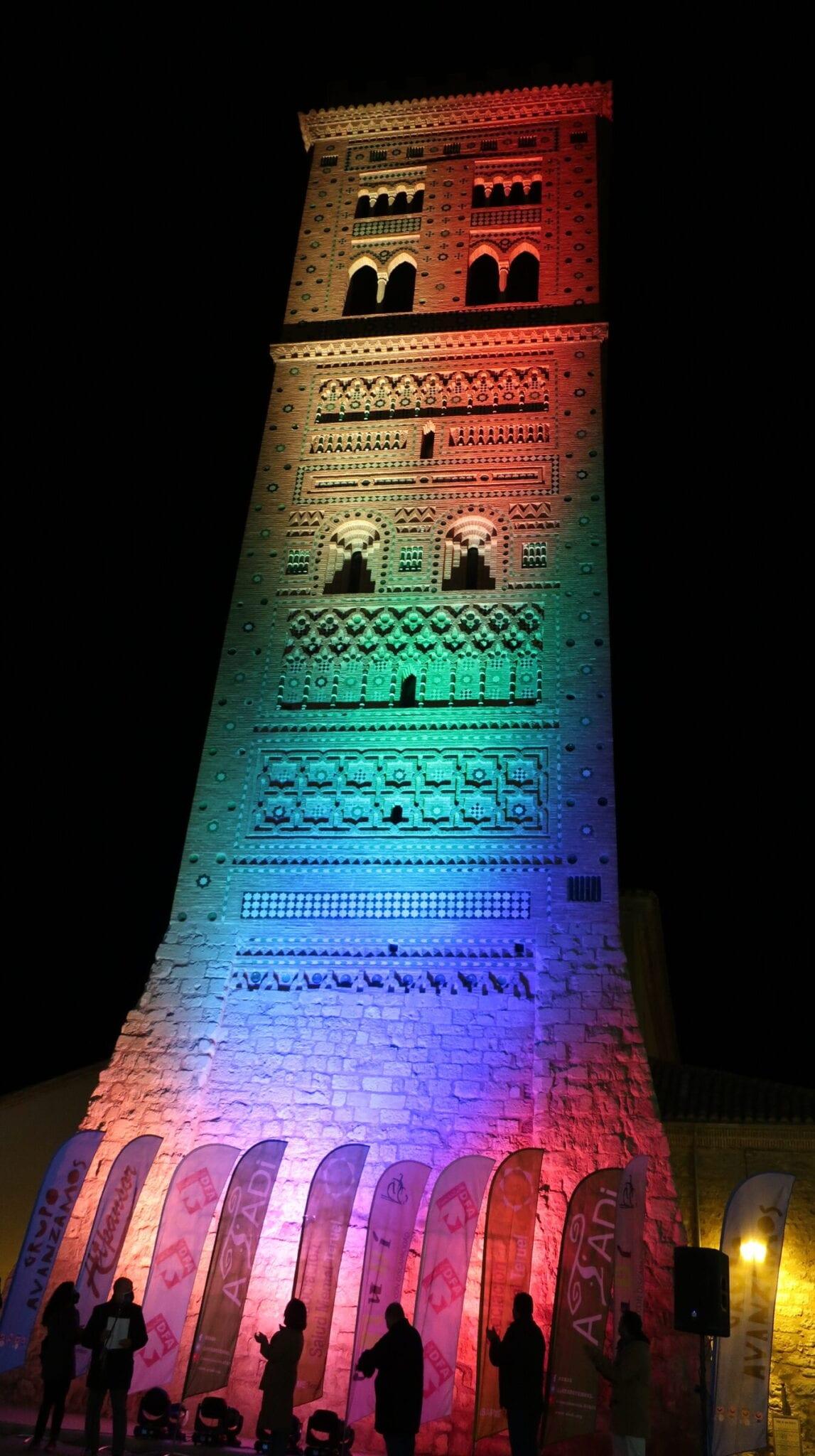 Grupo Avanzamos ilumina la Torre de San Martín en el Día Internacional de las Personas con Discapacidad