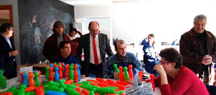 El presidente de Aragón, Javier Lambán, visita ATADI