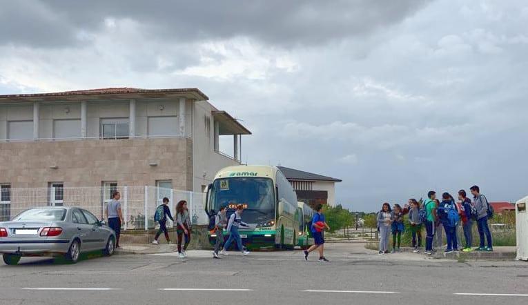 18 usuarios de ATADI usan transporte escolar para acudir a sus centros