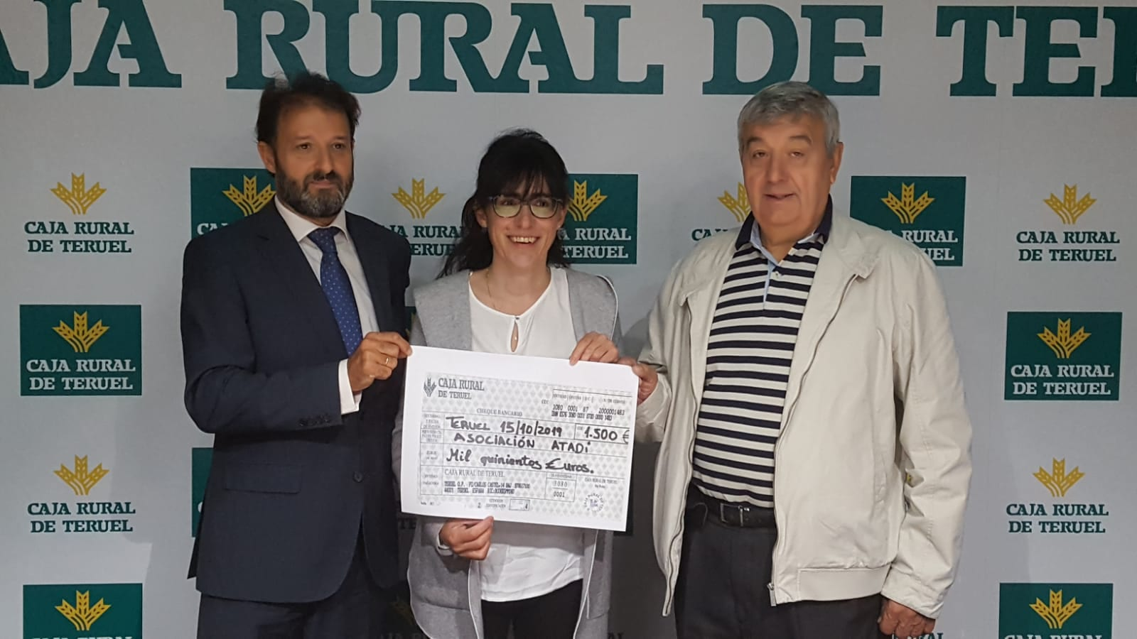 Caja Rural entrega a ATADI el importe de la Bicicleta Solidaria de Mora de Rubielos