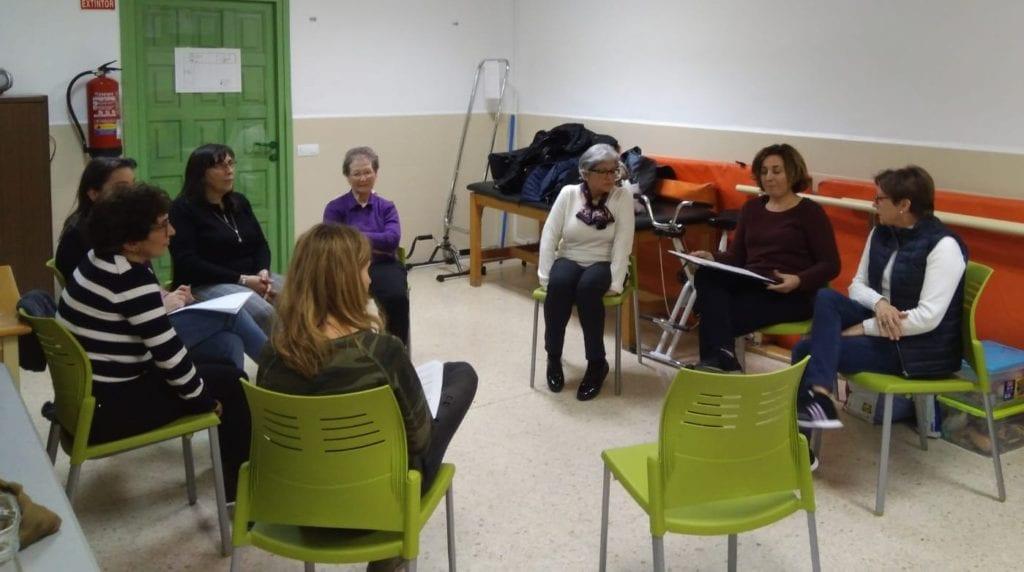 Cuidadores de personas con discapacidad en una sesión de Cuidarte