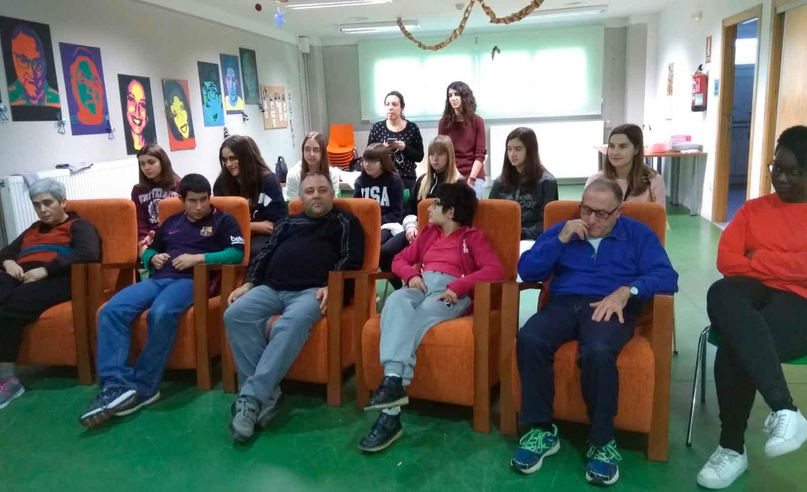 Jóvenes dinamizadores rurales de la Comarca del Matarraña realizan talleres con usuarios de ATADI